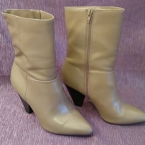 NWOT Christian Siriano Taupe Boots